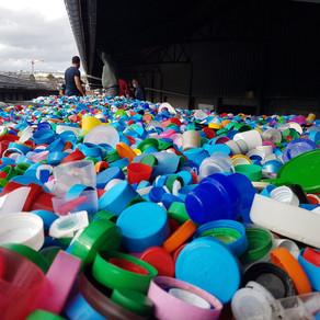 Solidarité : Gardez vos bouchons en plastique, ils valent de l'or !