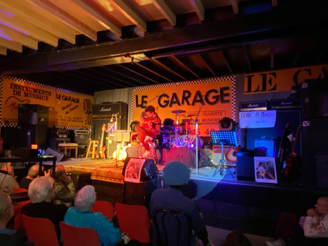 Pierre Locoge présente sa guitare créé avec MusicMelody et EMD