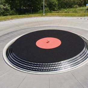 Un rond-point en forme de platine vinyle en Suisse !