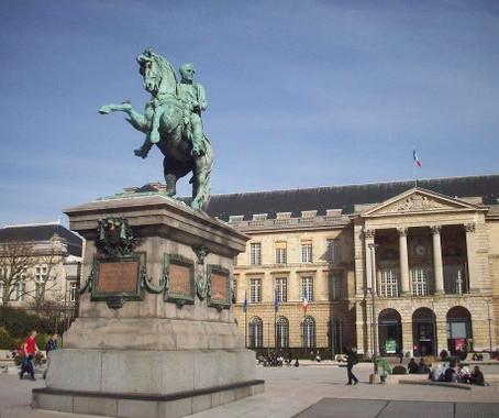 La statue de Napoléon s'offre un sursis à Rouen