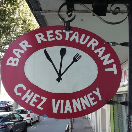 Lassé de la musique, Vianney ouvre un bar restaurant