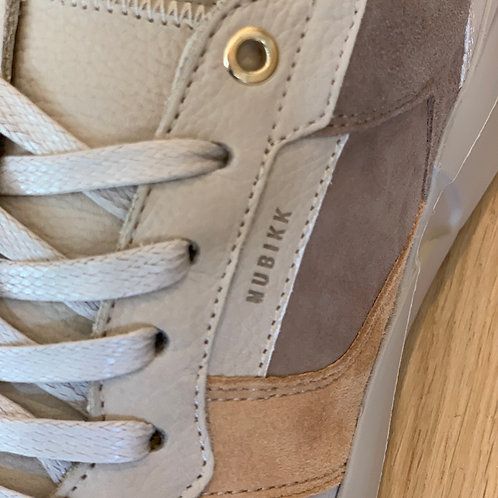 0709 Zandkleurige leren sneaker Nubikk