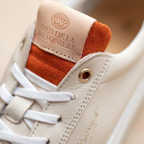 0211 Zandkleurige sneaker Fred de la Bretoniére