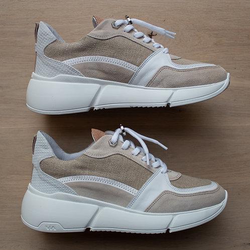 0181 Zandkleurige sneaker ViaVai