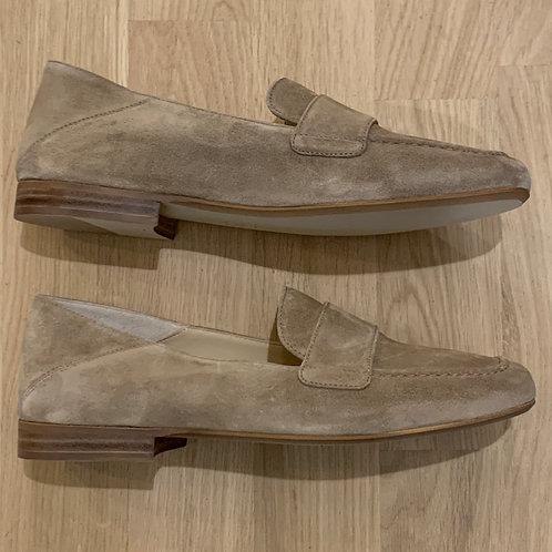0189 Ecru suede loafer ViaVai