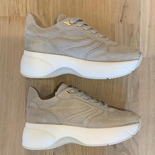 0186 Ecru suéde plateauzool sneaker ViaVai
