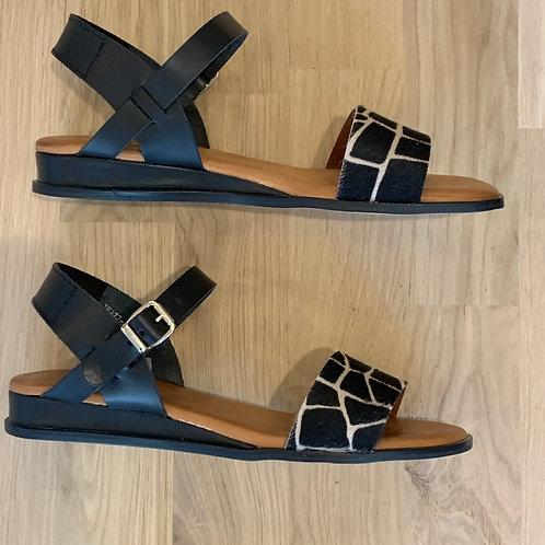 0613 Zwart sandaal met print RedRag