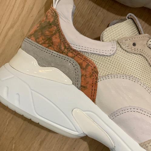 0178 Ecru sneaker rose details ViaVai