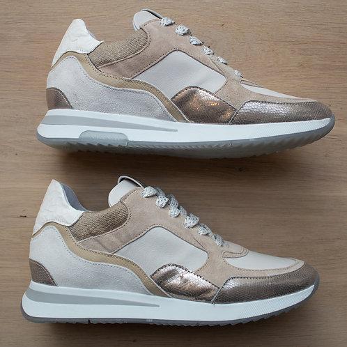 0171 Zandkleurige sneaker ViaVai