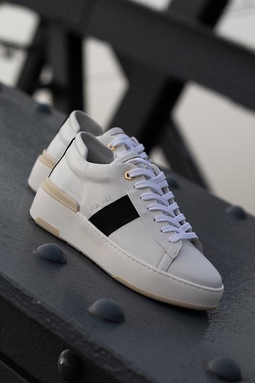 0182 Witte sneaker met zwart detail ViaVai