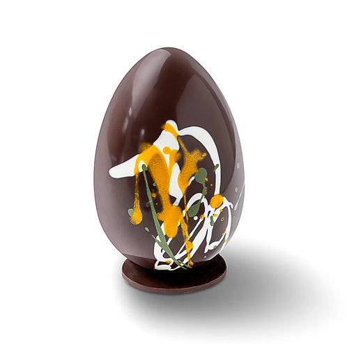 L'œuf coloré fourré de guimauve maison à la vanille - chocolat noir