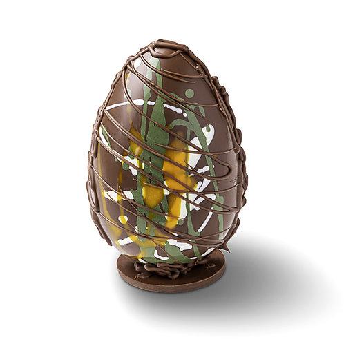 L'œuf coloré fourré de guimauve maison à la vanille - chocolat lacté