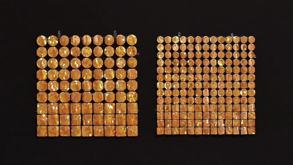 Цвет: золотой с радужными кристаллами