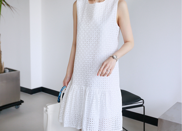Innocent Girly Style Puching Embroidery Sleeveless Dress