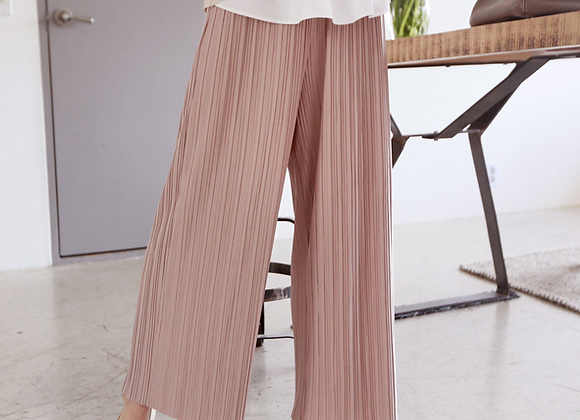 Lightly Refined Pleated Pants