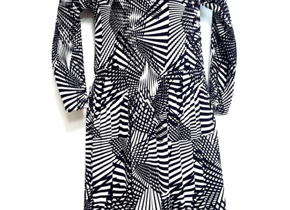 Pleated Black Line Splitting Patterned Elasticated Dress