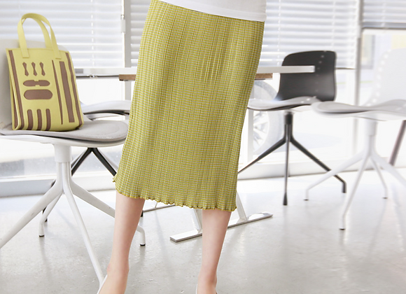 Slim Silhouette Stretchable Pleated Skirt