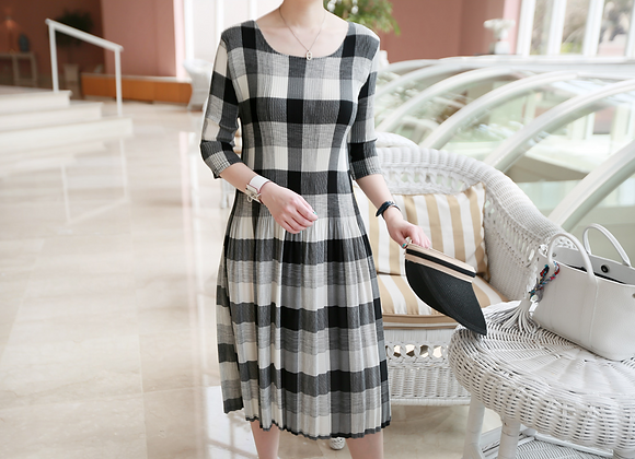 Check Pattern Pleated Knee-length Dress