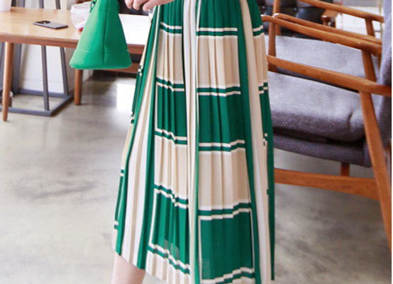 Unique Pattern Pleated Skirt
