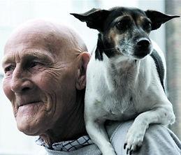 vieux monsieur et son chien pour le site