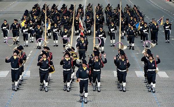 Paris : défilé du 14 juillet 2012. La fanfare du 27e Bataillon de Chasseurs Alpins.