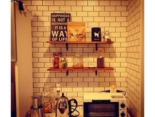 キッチンに壁面収納棚を製作