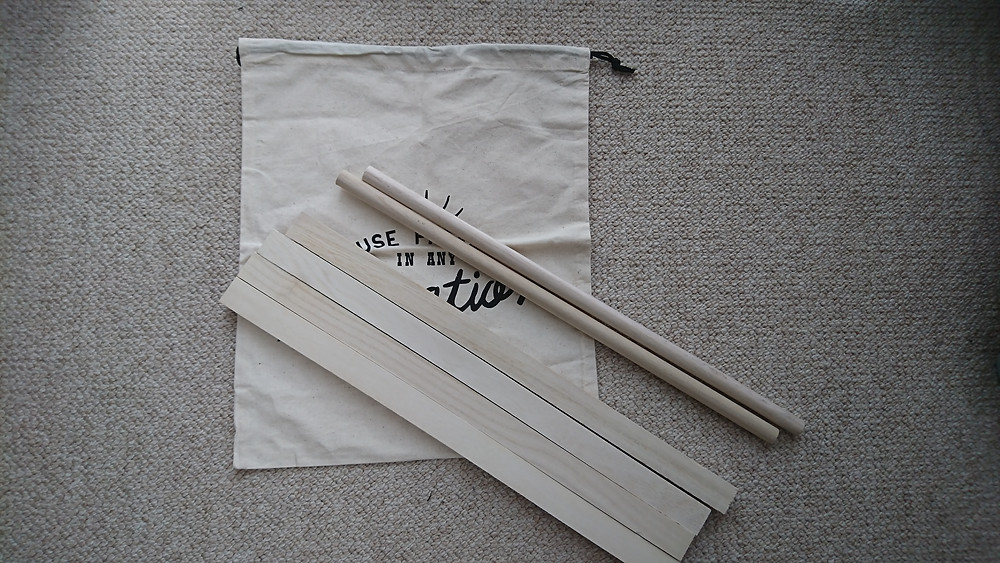 麻の巾着袋と角材・丸棒