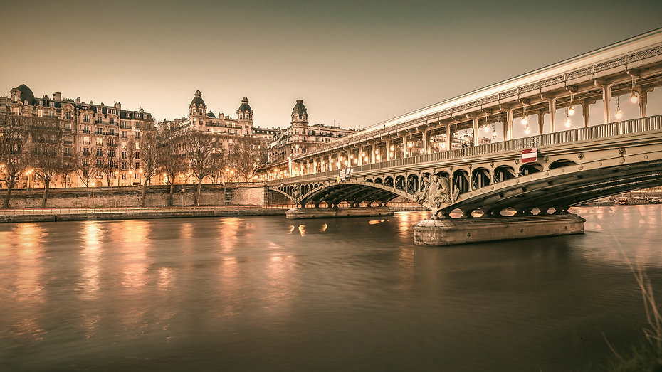 paris-4345139_1920_edited_edited.jpg