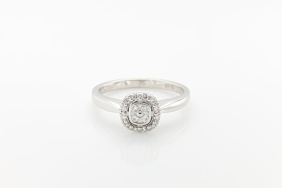 Round Brilliant Cluster Diamond Ring