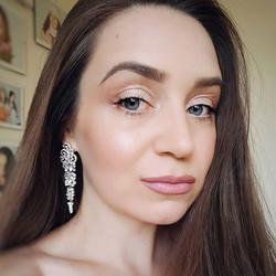 Утро начинается не с кофе, а с макияжа от _goar_avetisyan в ее сториз. Сегодня сияющий и свежий мейк
