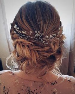 I am happy 🧚♀️_💖_#sposa #wedding #matrimonio #bride #bridal #cerimonia  #updo #boho #прическа #tr