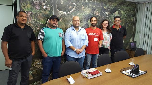 Reunião com o secretário do meio ambiente de Santos, Sr. Marcos Libório, o presidente da COHAB Santista, Sr. Maurício Prado, técnicos da Secretaria do Meio Ambiente e lideranças comunitárias do bairro Jardim São Manoel.
