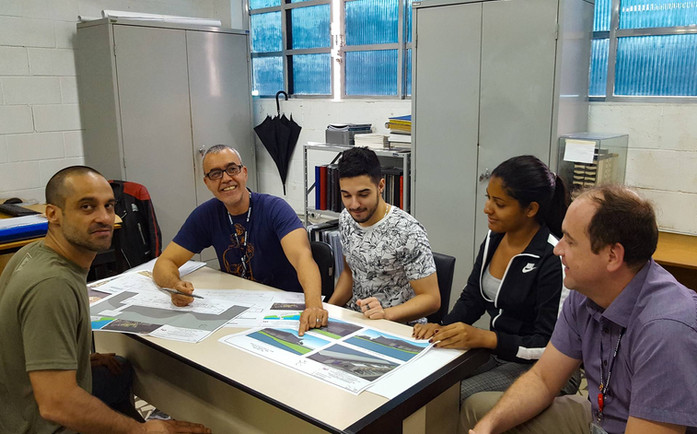 Reunião no Escritório Modelo de Engenharia Civil e Arquitetura e Urbanismo da Universidade Santa Cecília.