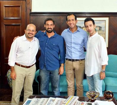 Reunião com o Prefeito de Santos, Sr. Paulo Alexandre Barbosa, o vereador de Santos, Sr. Kenny Mendes e o Chefe do Departamento de Assuntos Legislativos, Sr. Rogério Custódio.