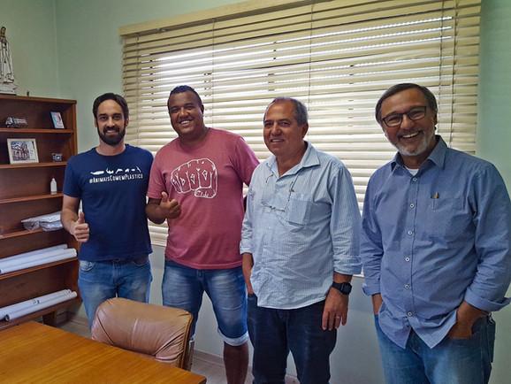 Reunião com o subprefeito da Zona Noroeste, Acácio Egas, o coordenador de Políticas Ambientais da Secretaria de Meio Ambiente, Marcos Fernandes, e o líder comunitário do bairro Jardim São Manoel, Edimilson Duarte.