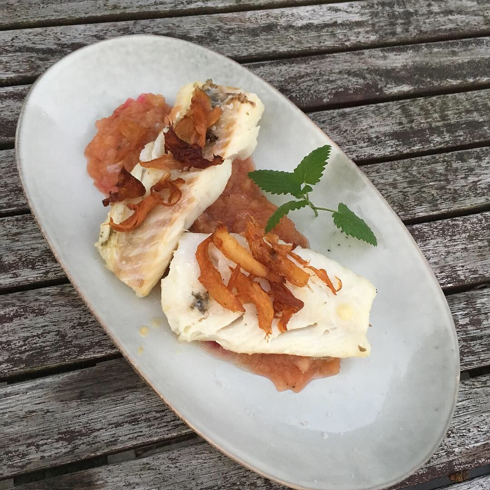 Island Kabeljau auf einem Boskop Chutney mit Sushiingwer Chips