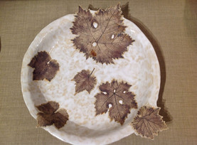 Plate with 3D leaves