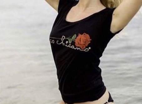 A la plage en t-shirt Paco Chicano