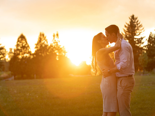 Beautiful Sunset Engagement Session + Photo Posing Tips For Effortless Engagement Pics!