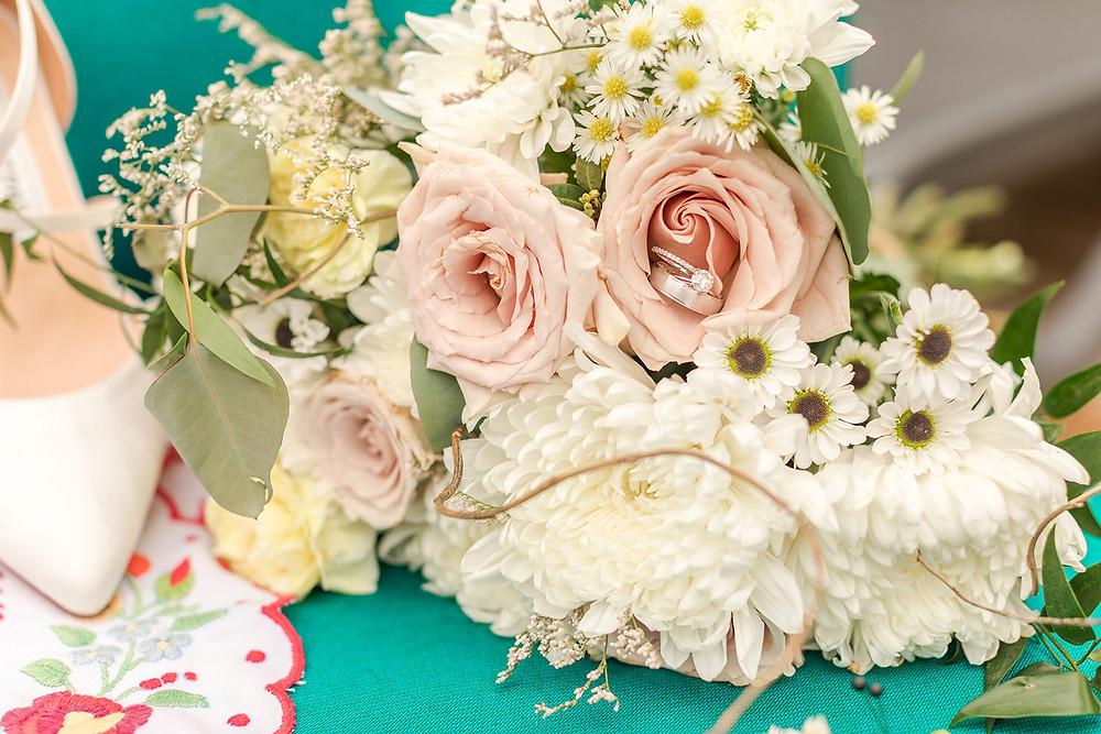 wedding bouquet - Montreal Intimate wedding - intimate wedding at a 10 acre backyard