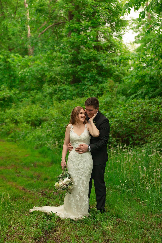 Montreal Intimate wedding - intimate wedding at a 10 acre backyard