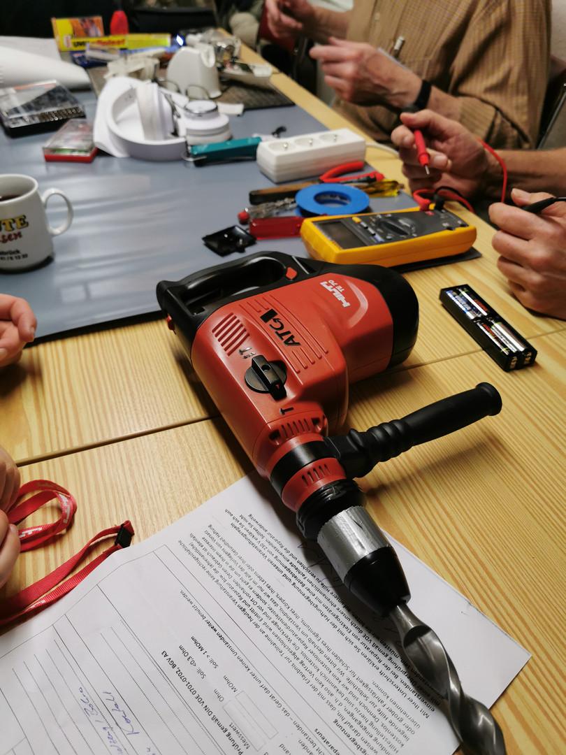 Elektrische Überprüfung einer Bohrmaschine