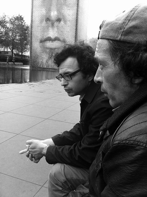 Poetas en el Millenium Park: Omar Pérez & Daniel Borzutsky Foto © Valerie Meier