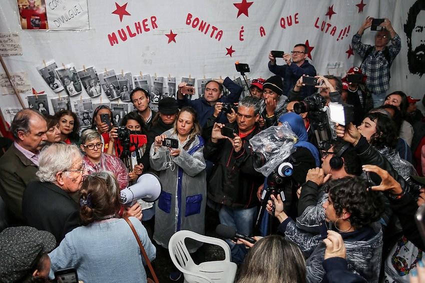 Chomsky visita a Lula.jpg