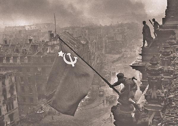 Raising the Soviet Union flag over the R