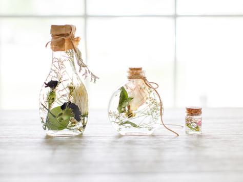 Herbarium - Dried Flowers in Oil: It's like bottling  feelings but in like a good way.