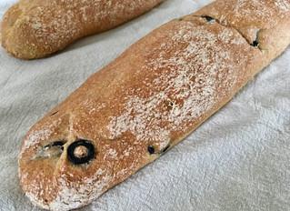 Glutenfreie Olivenbaguette