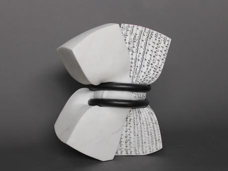 Carmina Burana - marbre statuaire & fer - 53cm x 28cm x 55cm