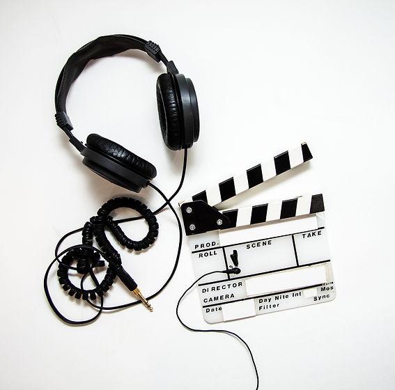 headphones-4223911_1920.jpg