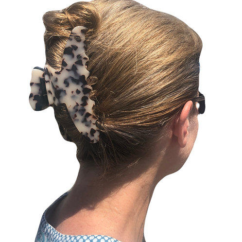 Premium extra large hair claw in light turtle